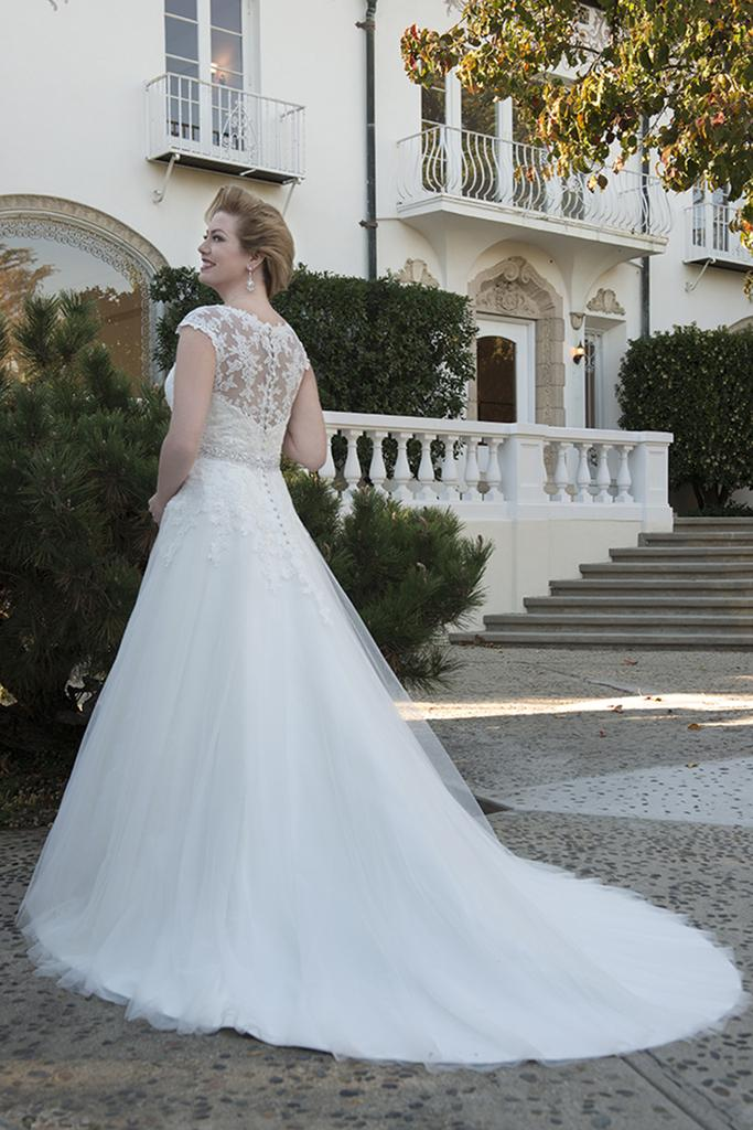 VW8729 - Venus Ivory Plus Size A-Line Wedding Dress Vintage Lace ...