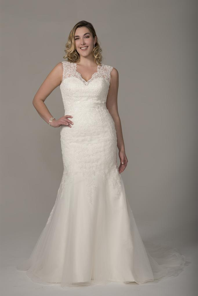 VW8727 - Venus Ivory Plus Size Vintage Wedding Dress with Fishtail Organza Skirt and Lace Appliques