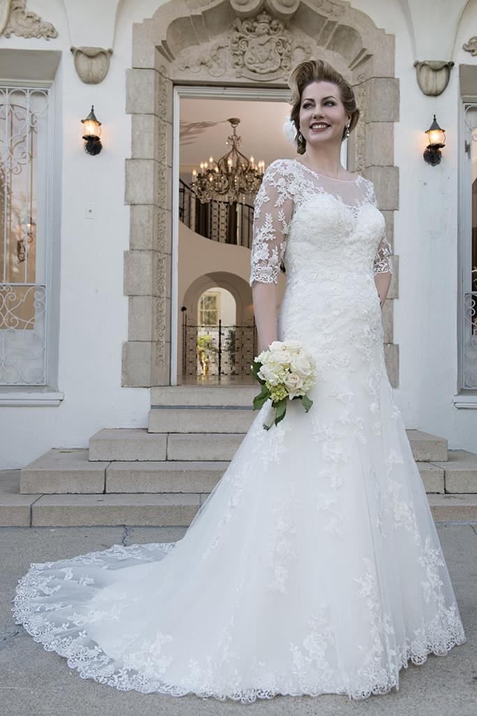 VW8735 - Venus Ivory Plus Size Sweetheart Vintage Lace Fishtail Wedding Dress With 3/4 Length Sleeve